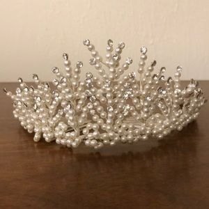 Accessories - Vintage Tiara faux pearls and crystals